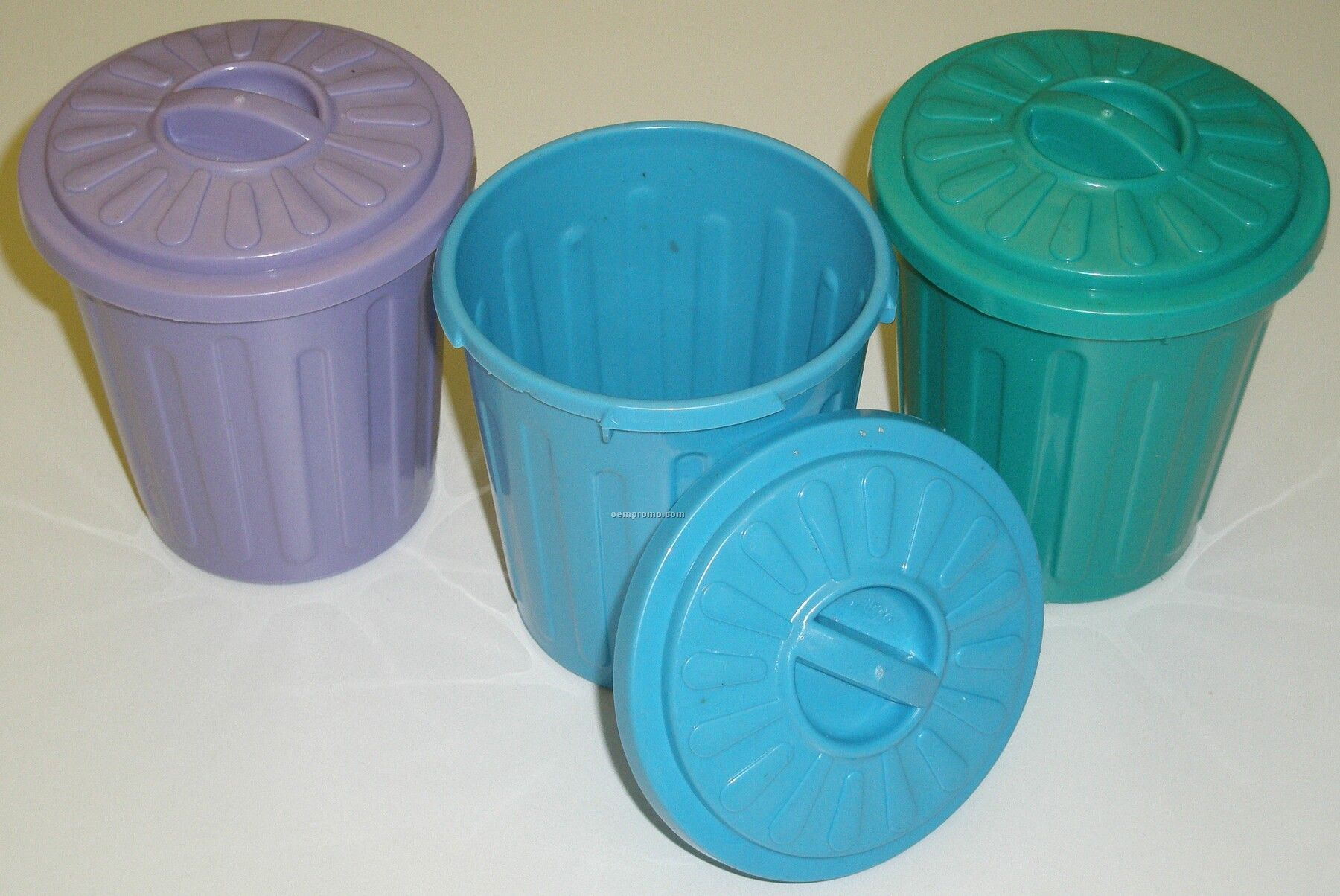 Trash cans china wholesale trash cans - Small trash can with lid ...
